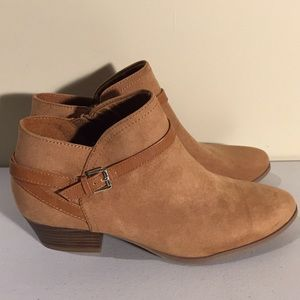 Old Navy Ladies Faux Suede Walnut Boots Size 9